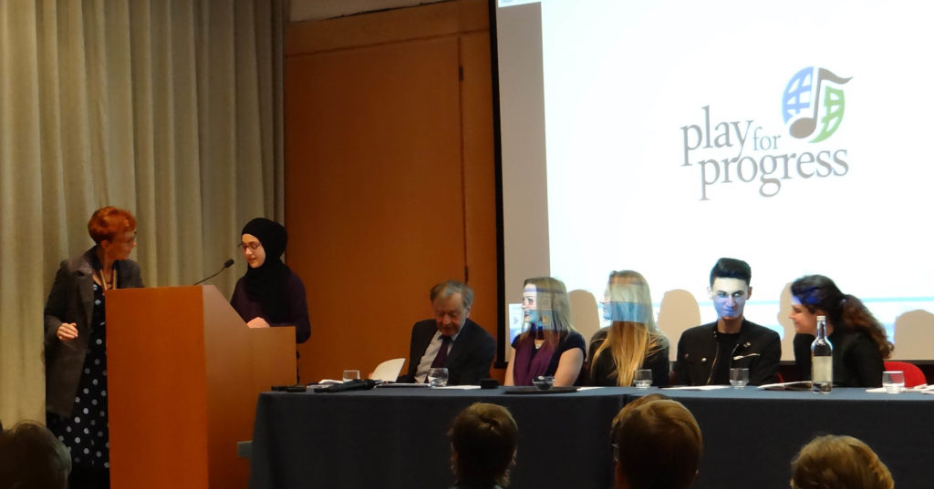 Amineh and the Panel 2