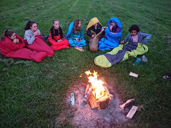 DofE-1-girls-campfire-Uffington